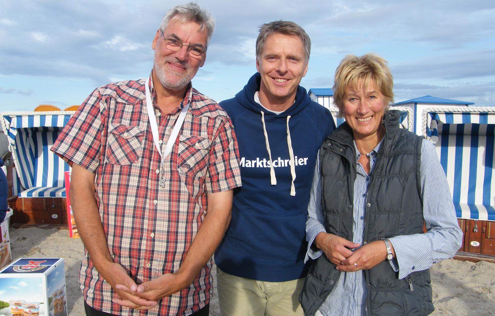 Jörg Pilawa (mitte) mit Norbert und Anja Babies