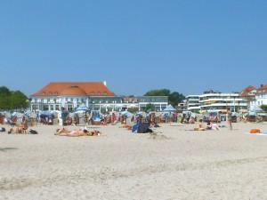 Der Strand vor dem Columbia-Hotel