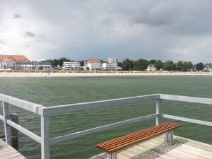 Der Strand von der Brücke aus gesehen
